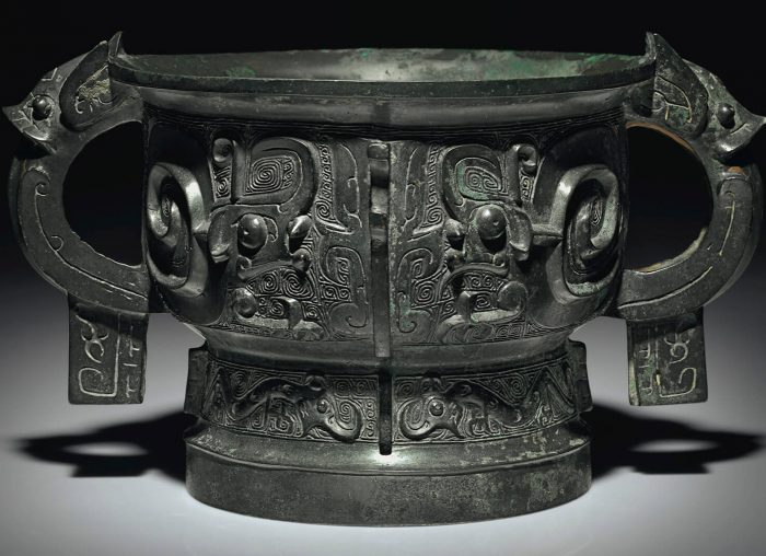 A finely cast bronze ritual food vessel, Gui